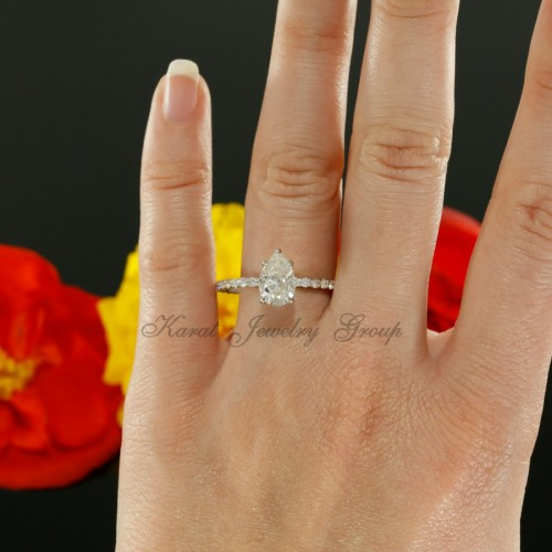 Pear Shape Solitaire Engagement Ring Mounting in 14K White Gold