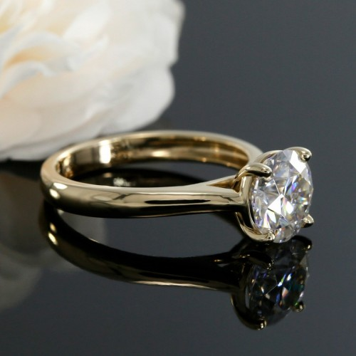 7.5mm Round Central Stone Solitaire Engagement Ring in Yellow Gold